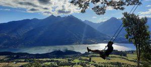 Chile: Volar sobre Cochamó sentada en un columpio